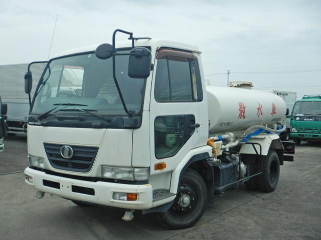 UDトラックス 4トン 散水車 極東製 PTO式 MT6