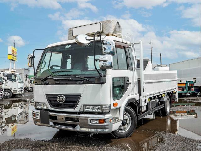 UDトラックス  4t 垂直パワーゲート付き 平ボディー ベッド付き 6MT