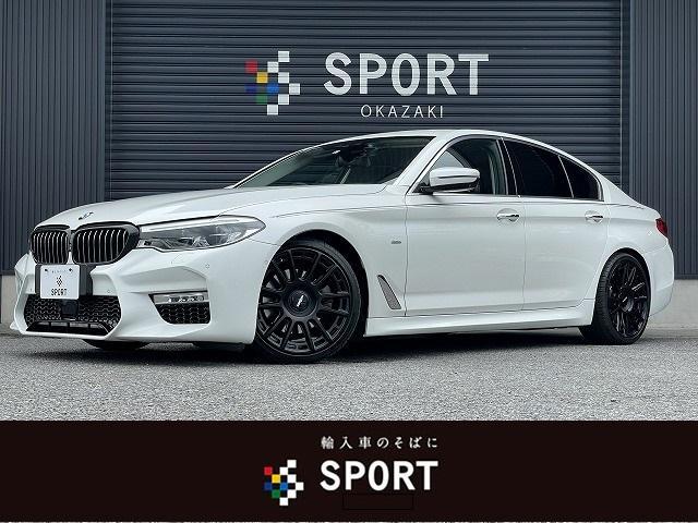 BMW 523d ラグジュアリー コンフォートパッケージ 黒革シート 純正ナビ フルセグ 全方位カメラ インテリジェントセーフティ LEDヘッドライト スカッフイルミ フロントエアロバンパー サイドスカート ローダウン   トランクスポイラー 19インチAW