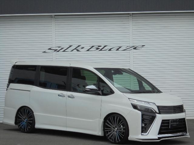 トヨタ 新車煌IIシルクブレイズカスタム20インチアルミウイングナビ