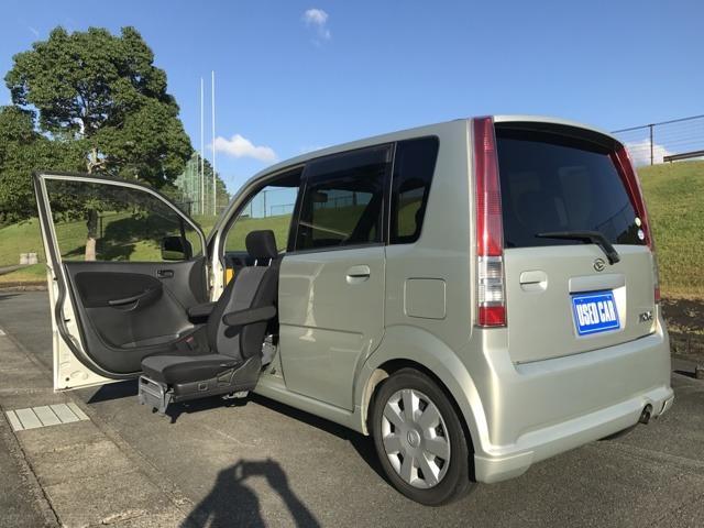 ダイハツ カスタム 福祉車両 助手席電動回転シート