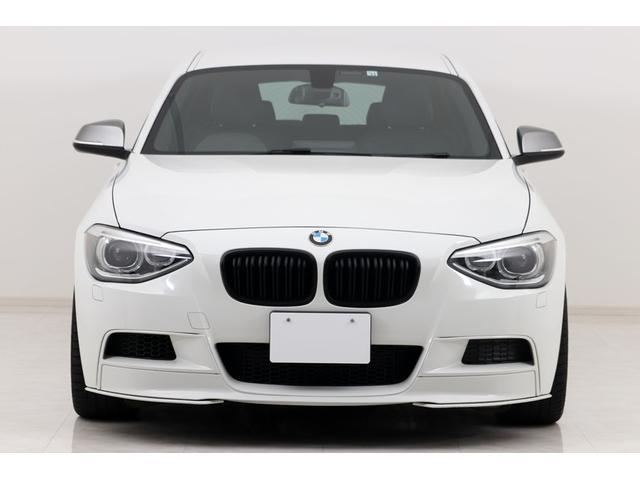 BMW 1シリーズ M135i M135i オプション レザーシート / Mパフォーマンス フロントスポイラー / REMUSマフラー / ブリッツ車高調 / ルーフスポイラー / デイライトコーディング / WORK19インチAW