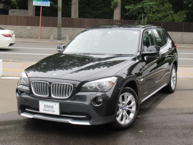 BMW X1 xDrive 25i 冬タイヤホイール付 コンフォートアクセス 電動フロントシートメモリー機能付 サテンシルバーマットインテリアトリム ドライビングアシスト レインセンサー ヘッドライトウォッシャー 自動防眩ドアミラー左右