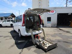 セレナ 福祉車両電動リフト固定装置付き入庫しました