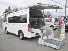 ハイエースコミューター4WD 寒冷地 ウェルキャブDタイプ リヤリフト 車いす4基