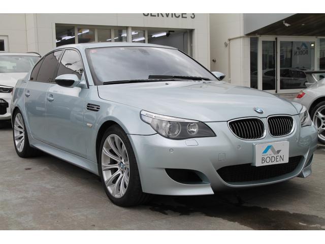 BMW M5 M5 左ハンドルサンルーフ黒レザーPDCヘッドアップディスプレイシートヒーターアダプティブヘッドライト純正ナビ純正19AWキセノンクルーズコントロール