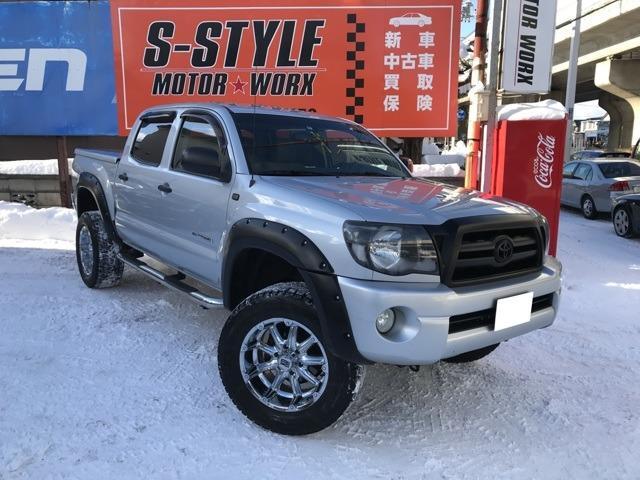 米国トヨタ ダブルキャブ 4WD リフトアップ