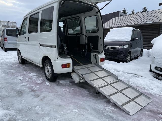 ハイゼットカーゴ  スローパー 4WD リヤシートレス仕様 折り畳み補助シート付き 除雪機運搬可能