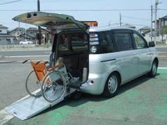 シエンタ車椅子移動車 スロープタイプ 車高降下装置