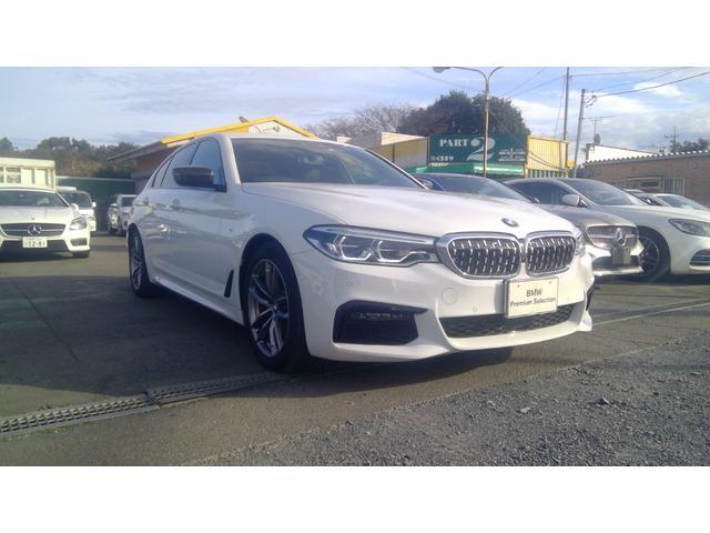 BMW 5シリーズ 523d xDrive Mスピリット インテリジェントセーフティー 歩行者 衝突 車線逸脱 車線変更 側面衝突警告 パーキングアシスト トランクスポイラー カーボン調ドアミラーカバー 社外フロントグリル レザーシート