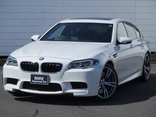 BMW M5 M5 禁煙車 純正ナビ 地デジ バック・トップビューカメラ ブラックレザーシート ベンチレーション ヘッドアップディスプレイ クルーズコントロール LEDヘッドライト ハーマンカードンサラウンド 20AW