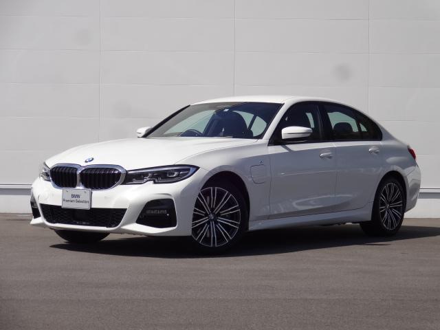 BMW 330e Mスポーツ 元弊社社有車 走行少ない5,000Km プラグインハイブリッドモデル 2Lターボエンジン搭載 8速AT 純正HDDナビ ブルートゥース ACC バックカメラ 後退アシスト パーキングアシスト