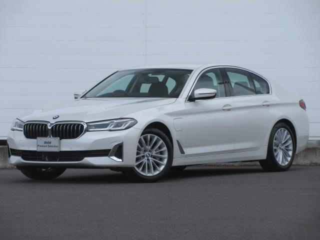 BMW 5シリーズ 530e ラグジュアリー エディションジョイ+ 弊社元デモカー LEDヘッドライト 純正HDDナビ 純正ETC ACC ヘッドアップディスプレイ ベンチレーションシート オートマチックテールゲート リバースアシスト 純正18インチ LCI