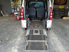 AZワゴンスローパー 福祉車両 電動固定装置付 3人乗