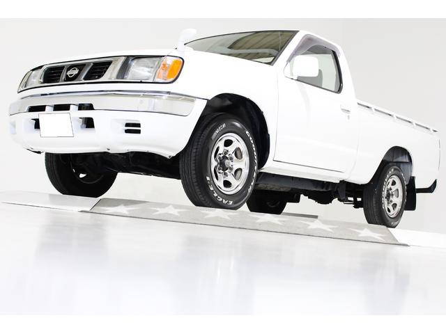 日産 DX NOX・PM適合 ベンチシート コラム5速マニュアル US仕様コーナーランプ リアステップバンパー グッドイヤーホワイトレタータイヤ コンビテールランプ 4ナンバー登録 荷台チッピングコート済