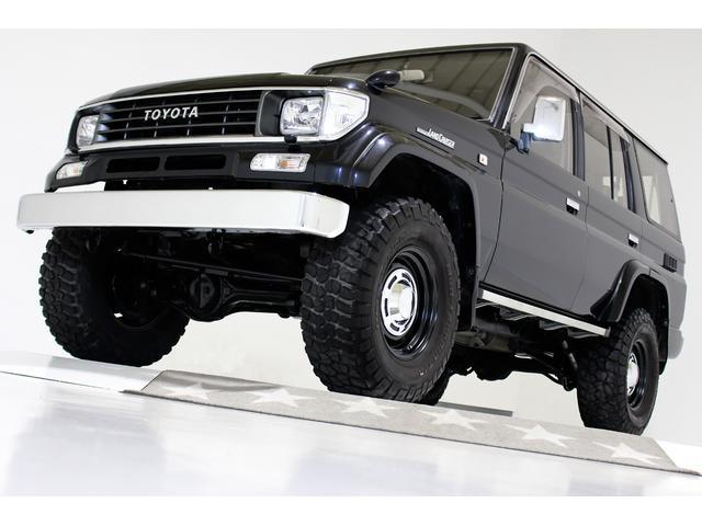 トヨタ SXワイド 4WD リフトアップ タイミングベルト交換済 ヴィンテージ16インチアルミホイール 新品社外ヴィンテージウッドステアリング ブラックレザー調シートカバー LEDテールランプ 3列シート 8人乗り
