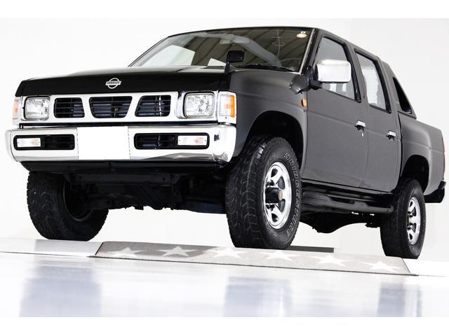 日産 ダブルキャブ AXターボ 4WD US仕様コーナーランプ クリアウィンカー LEDテールランプ クロームメッキリアステップバンパー ウッドステアリング 15インチメッキホイール HIDヘッドライト 荷台チッピングコート済