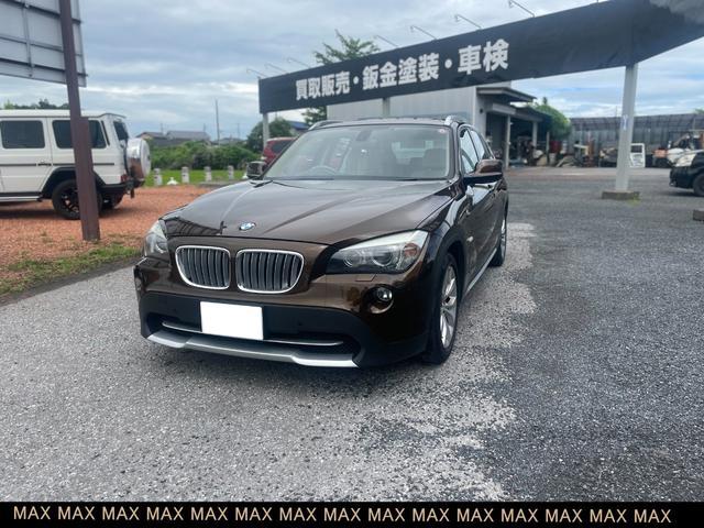 BMW X1 xDrive 25i 4WD 革シート スマートキー パワーシート 盗難防止システム HIDヘッドライト バックカメラ 横滑り防止装置 サンルーフ シートヒーター CD ABS CDナビ エアバッグ エアコン