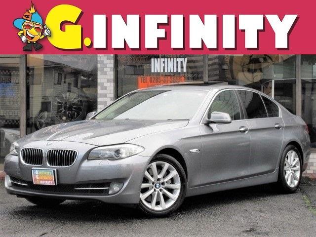 BMW 5シリーズ 535i 高級ミドルセダン BMW 5シリーズ♪直6 3Lターボエンジンの535i♪検R3/9まで♪本革電動シート+ヒーターやサンルーフ ナビ バックカメラ など装備充実♪駆け抜ける喜びを感じてください♪