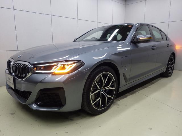 BMW 530e Mスポーツ エディションジョイ+ アクティブクルーズコントロール・HDDナビ・ハンズフリー・Bluetoothオーディオ・バックカメラ・19インチアロイホイール・ETC・アップルカープレイ・正規認定中古車