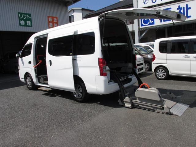 日産 NV350キャラバンバン  福祉車チェアキャブリフトMタイプ車イス2基積ストレッチャー固定装置