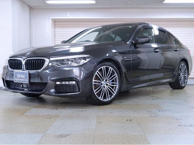 BMW 530i Mスポーツ 黒革 コンフォートP 電動ガラスサンルーフ ヘッドアップディスプレイ ソフトクローズドア 19AW