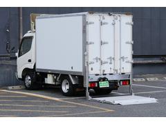 デュトロ ガソリン2t積-5℃冷凍冷蔵車バックカメラ垂直パワーゲート付(日野)