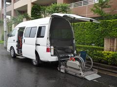 キャラバンバス福祉車両 リヤー電動リフト 車椅子2名他8人乗り