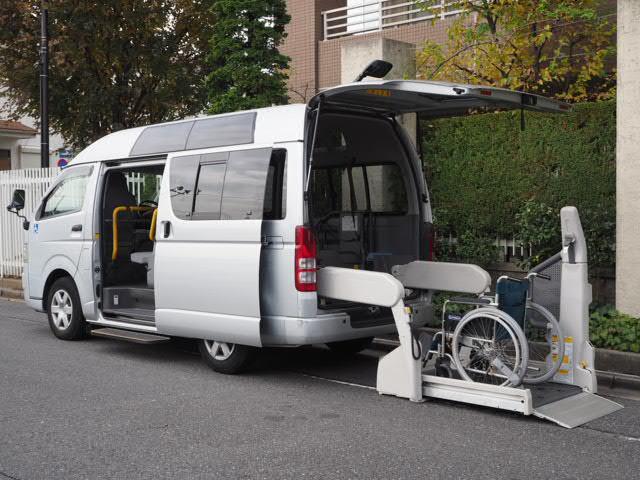 トヨタ 福祉車両ウェルキャブBタイプ車イス2台固定 10人 事業用可
