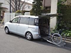 シエンタウェルキャブ福祉車両 リヤスロープ 車椅子電動固定6人乗り