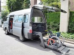 キャラバンバス福祉車両 4WDディーセル リヤーリフト 車椅子2名他8名
