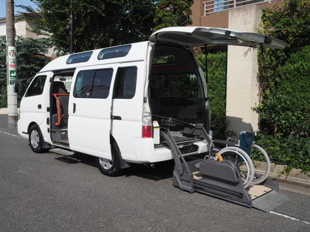 日産 福祉車両 リヤーリフト 車椅子2名他8名ストレッチャー固定付