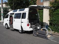キャラバンバス福祉車両 リヤーリフト 車椅子2名他8名ストレッチャー固定付