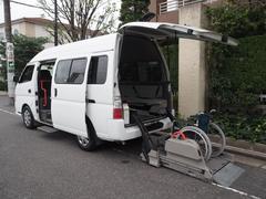 キャラバンバス福祉車両 リヤー電動リフト 車椅子2名他8名乗り
