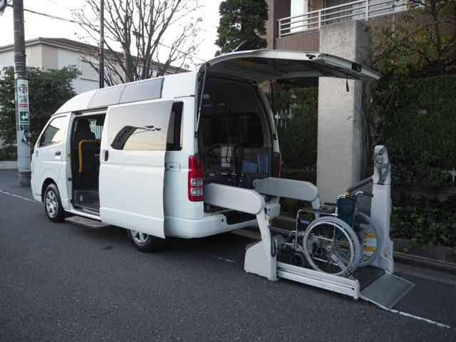 トヨタ 福祉車両リヤー電動リフト車椅子2名他8人乗ストレッチャー固定