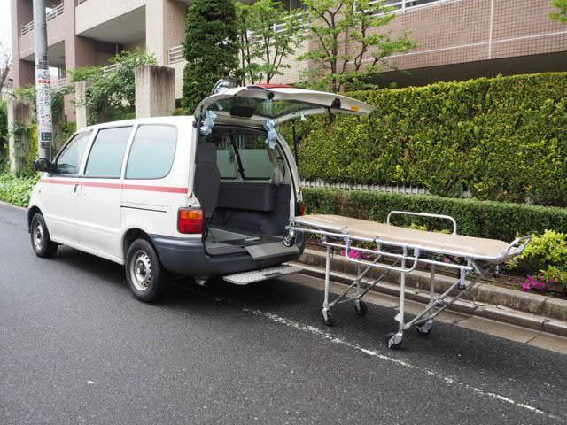 日産 患者輸送車 寝台車 ストレッチャー付き 5人乗り
