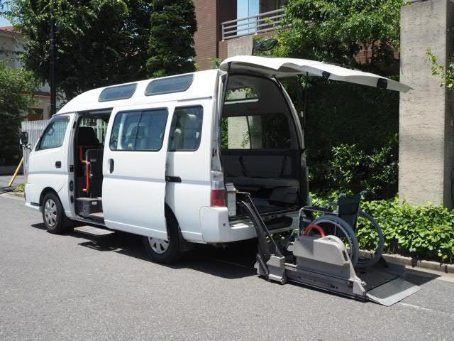 日産 チェアキャブ福祉車両 M仕様リフト 10人2台 電動ステップ