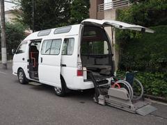 キャラバンバス福祉車両 リヤー電動リフト 車椅子2名合計10人乗り