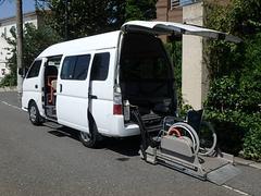 キャラバンマイクロバス福祉車両 リヤー電動リフト オートステップ 車椅子2名+8名