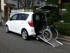 ラクティス福祉車両 リヤースロープ 車椅子電動固定装置付き 5人乗り