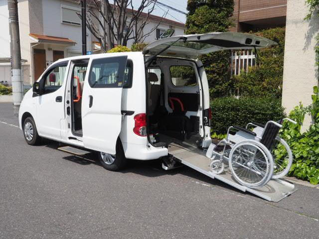 日産 チェアキャブ 車いす1名仕様 専用サードシート 電動ステップ