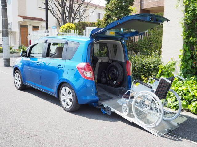 トヨタ ラクティス G 福祉車両 リヤースロープ 車椅子1名 5人...