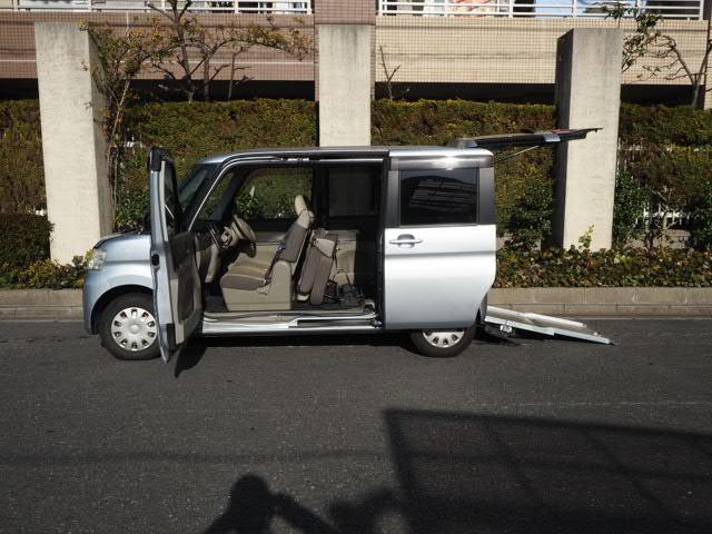 ダイハツ  福祉車両 スロープ リヤシート付仕様 4人乗り 車椅子電動固定 純正ナビTVバックモニター