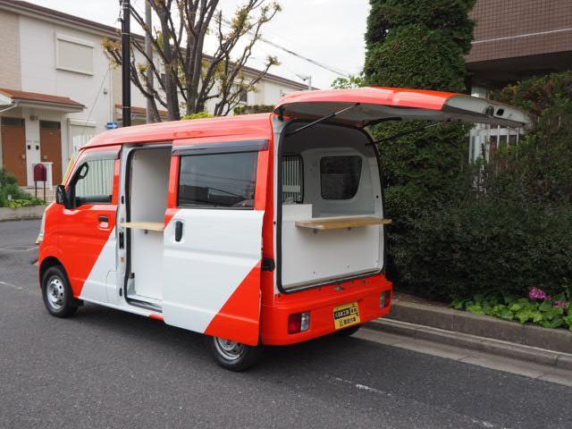 日産 NV100クリッパーバン DX GLパッケージ 移動販売車 キッチンカー ケータリング車 4WD シンク2個付き 水ポンプ2個付き カウンター2セット付き