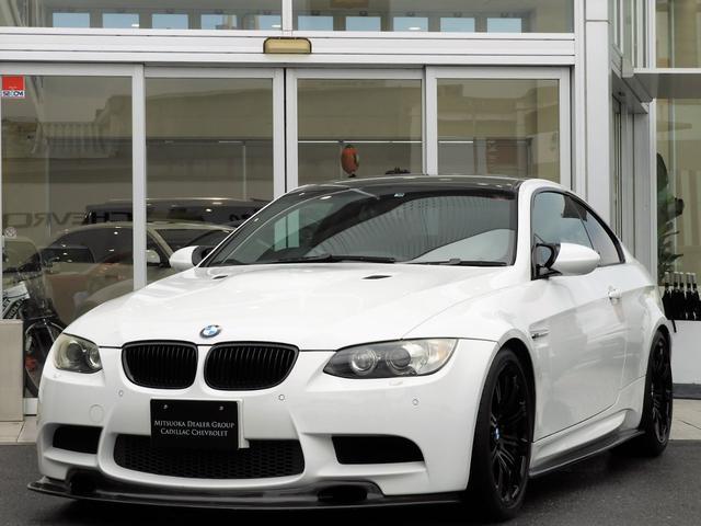 BMW M3 M3クーペ 4.0L V8 7速DCT 19インチアルミホイール アクラボビッチマフラー カーボンルーフ&リップスポイラー 電子制御ダンパーコントロール パドルシフト 電動シート シートヒーター 電動リアシェード