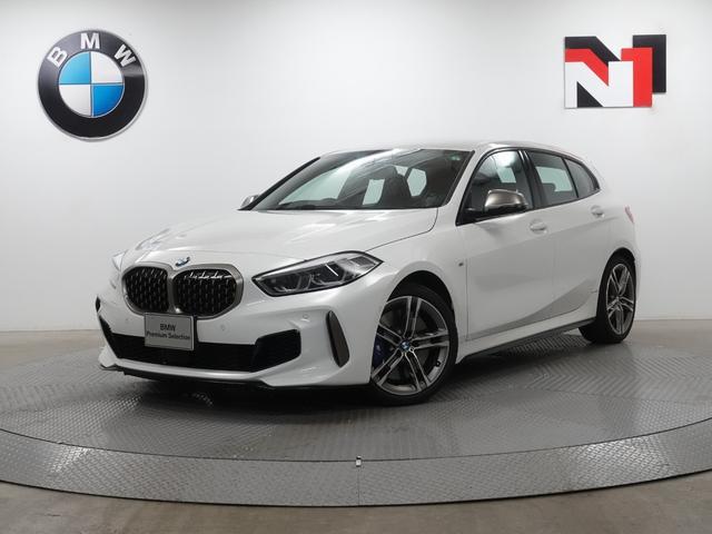BMW M135i xDrive 18インチAW アクティブクルーズコントロール パドルシフト Rカメラ FRセンサー LED 衝突軽減 車線逸脱 USB ヘッドアップディスプレイ フロントシートヒーター