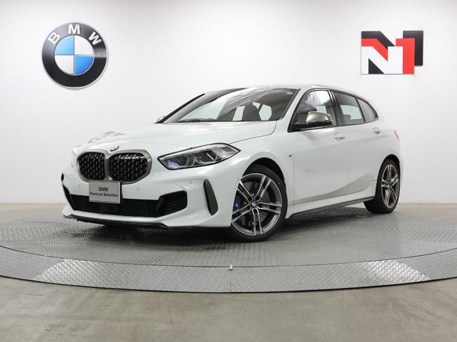 BMW M135i xDrive 18インチAW アクティブクルーズコントロール パドルシフト パーキングアシスト LED 衝突軽減 車線逸脱 USB デビューパッケージ フロントシートヒーター