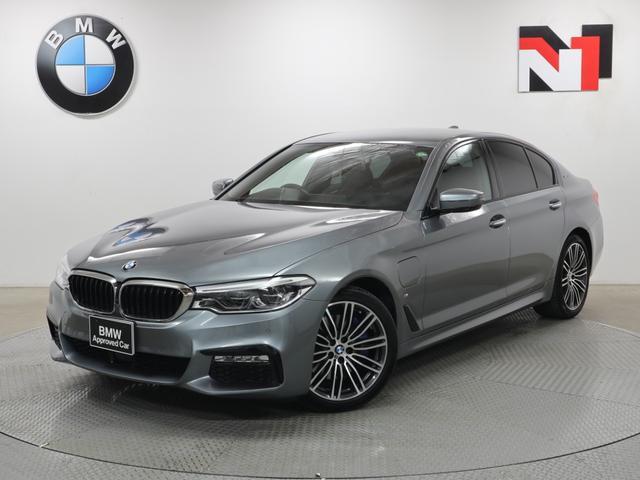 BMW 530e Mスポーツアイパフォーマンス 19インチAW イノベーションパッケージ アクティブクルーズコントロール 全周囲カメラ FRセンサー 衝突軽減 車線逸脱 パドルシフト ヘッドアップディスプレイ