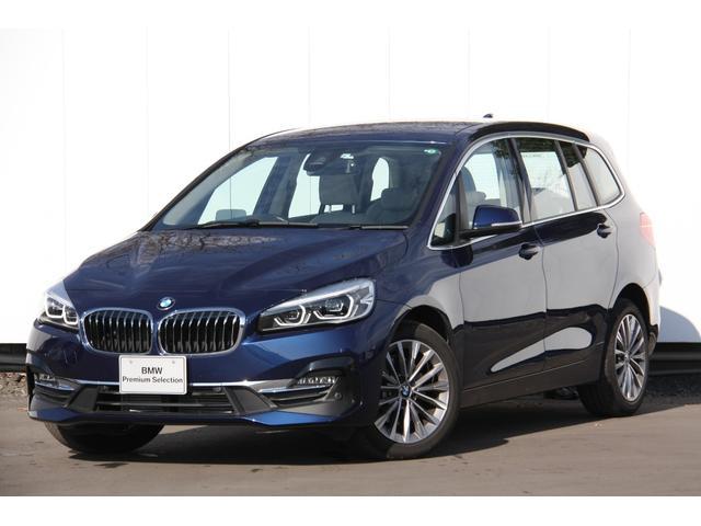 BMW 2シリーズ 218dグランツアラー ラグジュアリー アクティブクルーズコントロール ヘッドアップディスプレイ コンフォートパッケージ 電動リアゲート スマートキー タッチパネルナビ バックカメラ 自動縦列駐車アシスト オイスターレザー