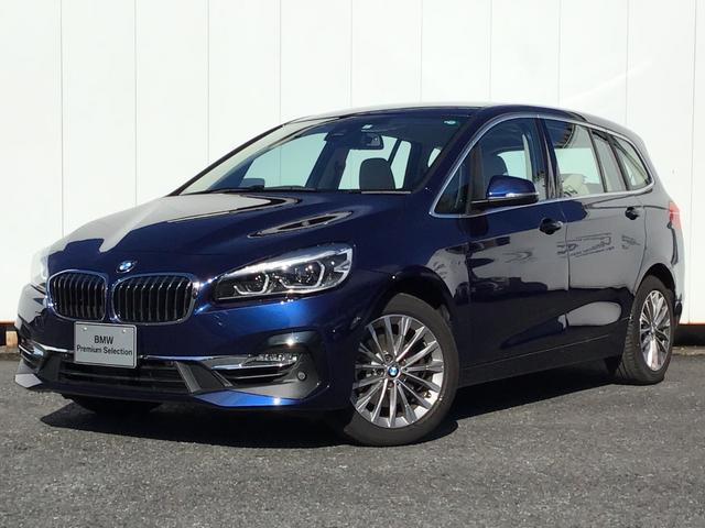 BMW 2シリーズ 218iグランツアラー ラグジュアリー アドバンスドアクティブセーフティパッケージ コンフォートパッケージ オイスターレザー リアカメラ 前後パークディスタンスコントロール ヘッドアップディスプレイ 電動リアゲート 弊社デモカー 禁煙車